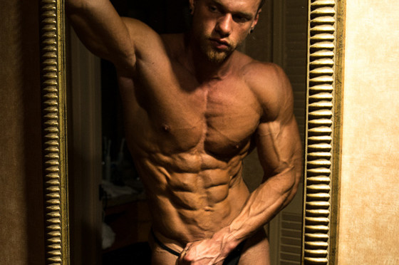 Kovie aka Brad shows off his bodybuilder figure and cums